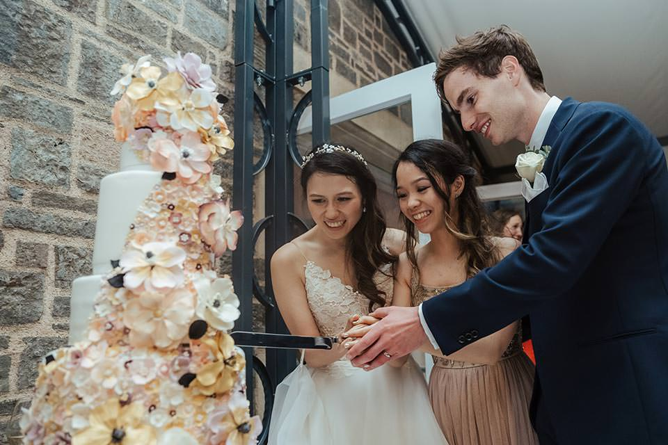paschoe house wedding cut cake