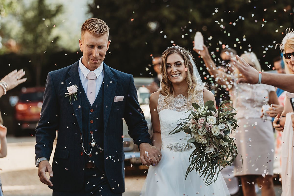 isle of wight wedding photography confetti