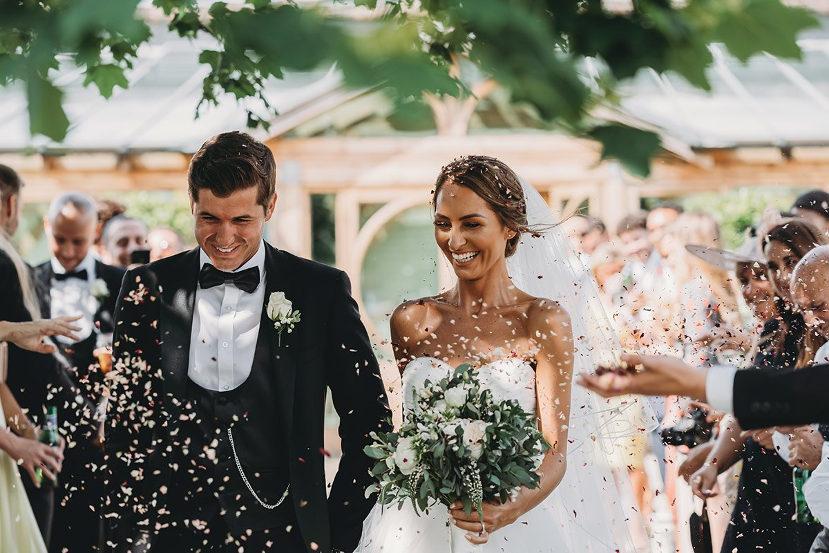 gaynes park wedding confetti